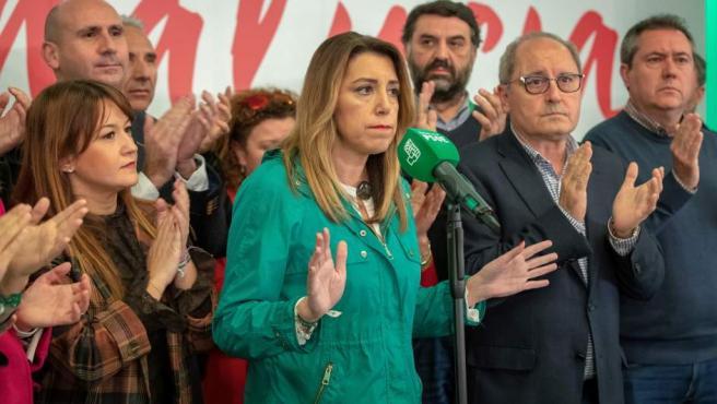 Susana Díaz comparece, muy seria, tras conocerse los resultados electorales en Andalucía.