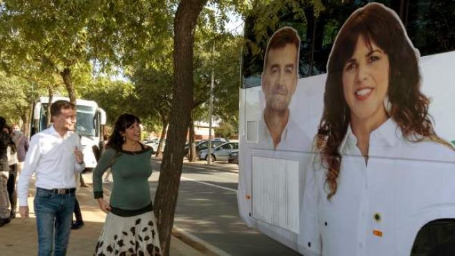La candidata a la Presidencia de la Junta por Adelante Andalucía, Teresa Rodríguez, junto al cabeza de lista de la formación por Sevilla, Antonio Maíllo.