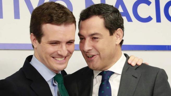 El presidente del PP, Pablo Casado, junto al candidato del PP a la Junta, Juanma Moreno, en el Comité Ejecutivo Nacional de su partido.