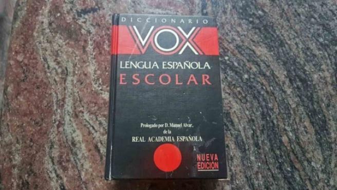Ejemplar de un diccionario VOX.