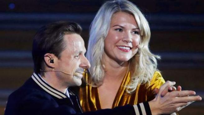 Ada Hegerberg junto al DJ de la gala, Martin Solveig