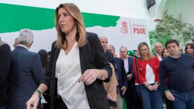 La presidenta andaluza en funciones y secretaria general del PSOE-A, Susana Díaz, tras su comparecencia en la sede del partido en Sevilla tras la reunión de la Ejecutiva Regional.