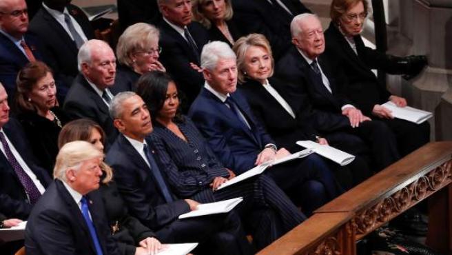 El presidente de EE UU, Donald Trump, y los expresidentes Barack Obama, Bill Clinton y Jimmy Carter, en el funeral.