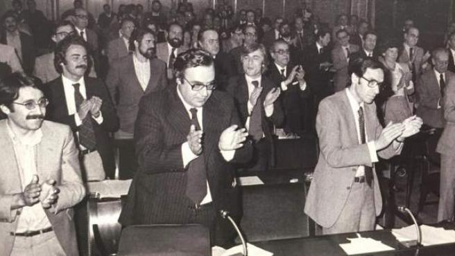 La Carta Magna contó con siete ponentes: Cisneros, Herrero, Pérez-Llorca, Péces-Barba, Solé Turá, Fraga y Roca.