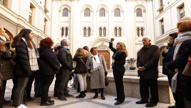 Unos 2.000 ciudadanos celebran el Día de la Constitución visitando el Pignatelli