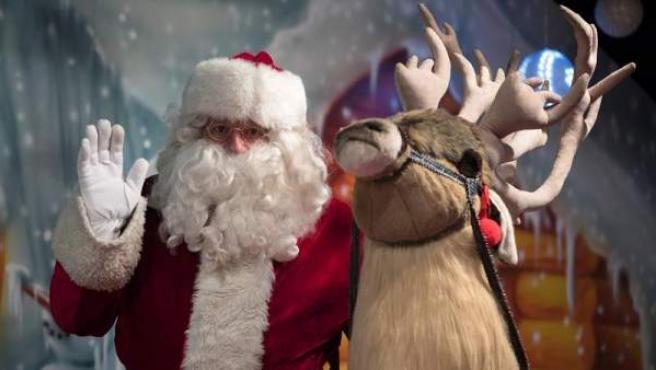 Un hombre disfrazado de Papá Noel, en una imagen de archivo.