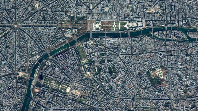 El plano urbano y la apariencia distintiva del centro de París se deben en gran parte al programa de obras públicas encargado por Napoleón III. Se demolieron barrios medievales abarrotados y se construyeron amplias avenidas diagonales, parques. alcantarillas y fuentes.