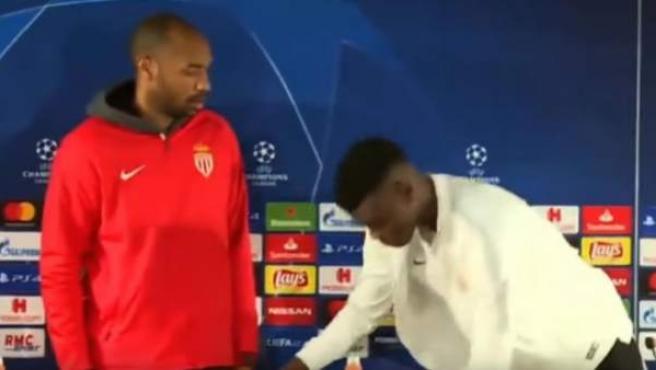 Thierry Henry y Löic Badiashile, tras la rueda de prensa previa al Mónaco-Borussia Dortmund.