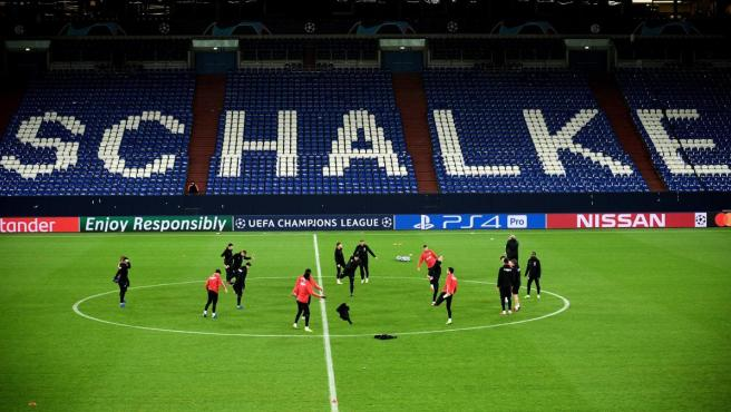 Jugadores del Lokomotiv de Moscú se entrenan en el estadio del Schalke 04 antes de un partido de Champions.