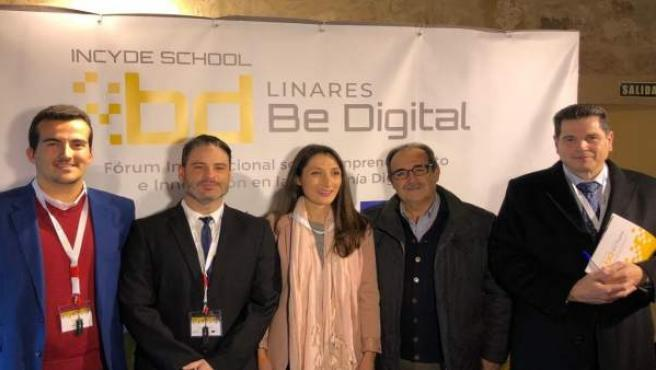 Mónica Moreno (c) en el foro Linares Be Digital.