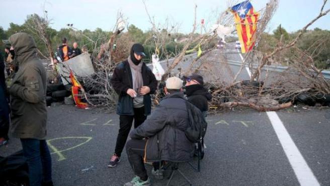 El corte de tráfico organizado por los Comités de Defensa de la República (CDR) en la AP-7 a su paso por L'Ampolla (Tarragona).