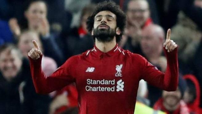 Mo Salah celebra su gol con el Liverpool al Nápoles.