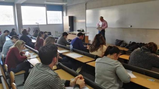 Alumnos durante el examen de las posiciones.