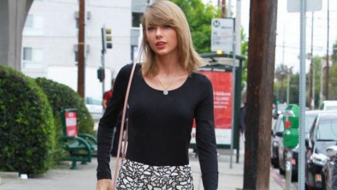 La cantante Taylor Swift, por las calles de Hollywood.
