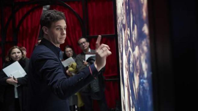 El presentador Christian Gálvez, en la exposición sobre Da Vinci.