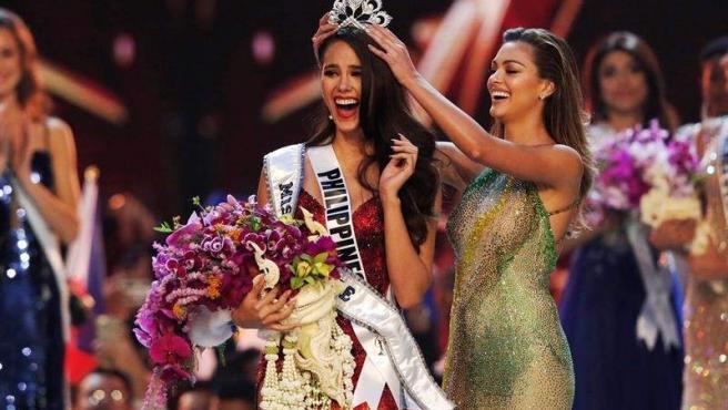 La representante de Filipinas, Catriona Gray, es coronada como Miss Universo 2018, en Bangkok, Tailandia.