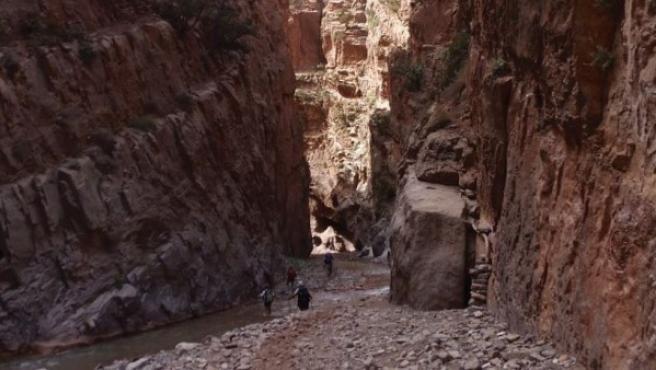 Montañeros en el Alto Atlas en Marruecos.