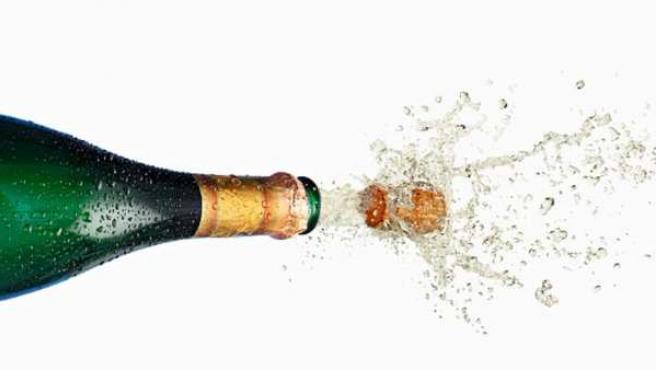 Botella de champán descorchándose.