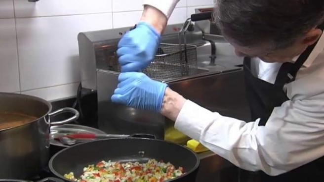 Abel Caballero, preparando su arroz.