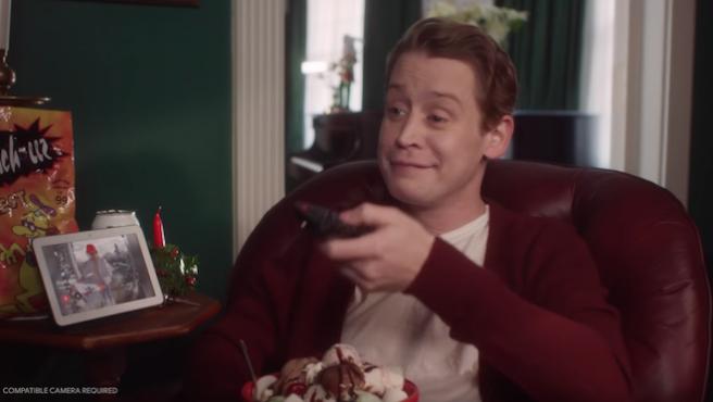 Macaulay Culkin, de nuevo solo en casa y tan a gusto en este anuncio de Google