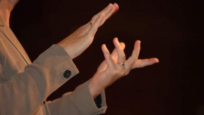 La interpretación en lengua de signos es un servicio público gratuito en Madrid.