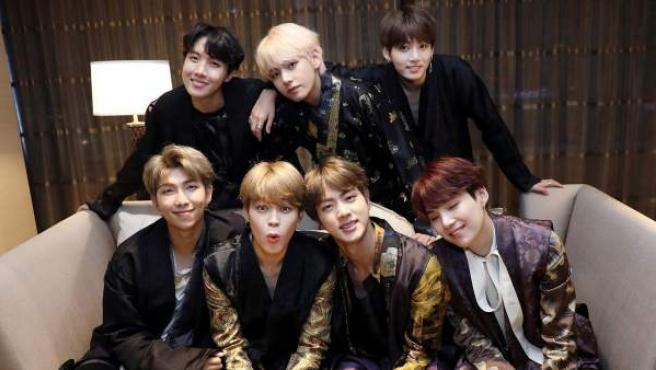 Los siete integrantes de BTS, el grupo de K-Pop del momento.