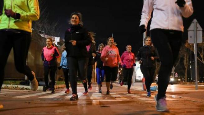 Running Mothers, un grupo de mujeres que sale a correr por Las Rozas (Madrid), durante un entrenamiento.