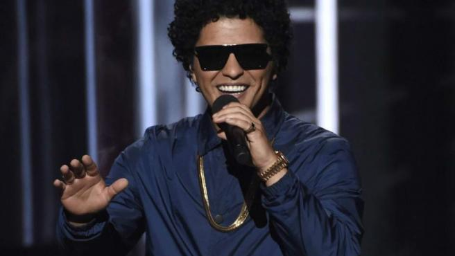 El '24K Magic World Tour' de Bruno Mars ha pasado por más de 150 ciudades, reportándole al cantante neoyorquino millones de beneficio. Por algo es el sexto famoso que más dinero ha ganado en 2018 (100 millones de dólares).