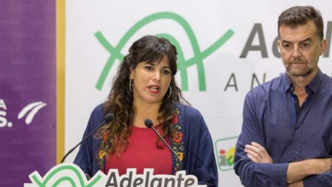 La secretaria general de Podemos Andalucía, Teresa Rodríguez, junto al coordinador general de IULV-CA Antonio Maíllo.