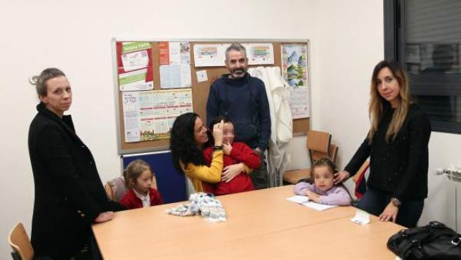Padres y alumnos del CEIP Alfredo di Stefano de Valdebebas (Madrid) reclaman que pongan en el centro una enfermera escolar.