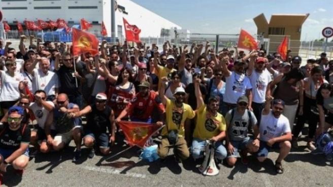 Huelga de trabajadores de Amazon en el centro de San Fernando de Henares (Madrid).