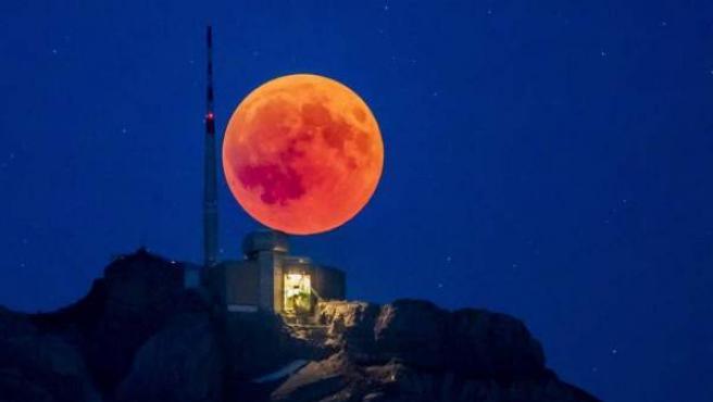 Imagen de archivo de una superluna de sangre.