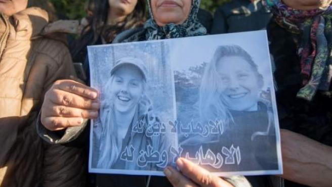 Manifestación por el asesinato de dos turistas nórdicas.