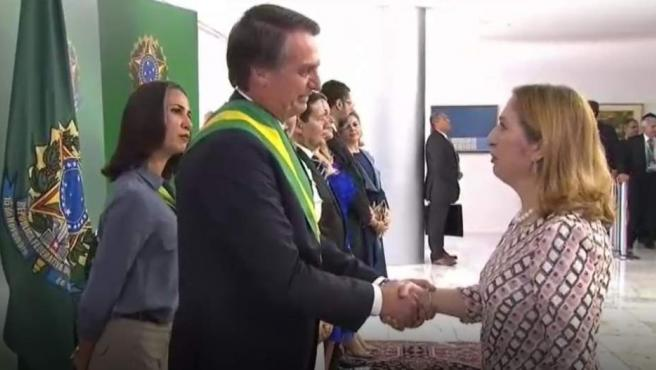 Ana Pastor, en Brasilia saludando a Bolsonaro