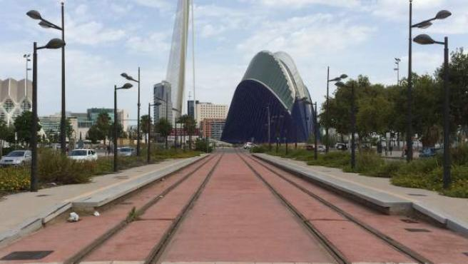 La plataforma reservada para la línea 10 de Metrovalencia a la altura de la futura parada de la Ciudad de las Artes y las Ciencias.