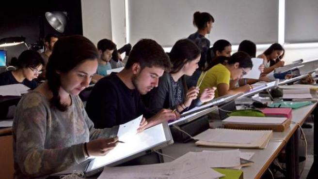 Imagen de archivo de alumnos universitarios.