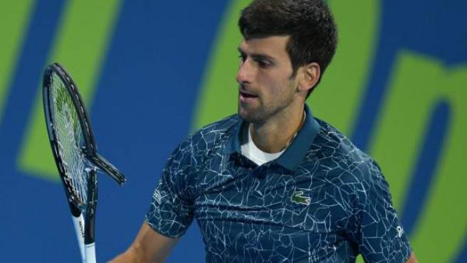 Djokovic con la raqueta destrozada