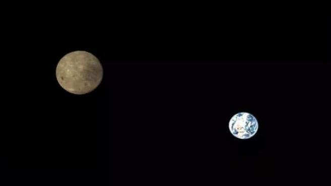 Imagen de la Tierra y la Luna tomada desde la cámara del satélite Queqiao.
