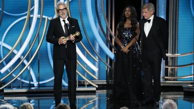 Alfonso Cuarón, recogiendo el Globo de Oro al mejor director por 'Roma'.
