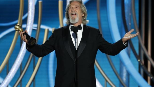 Jeff Bridges acepta entusiasmado el premio honorífico Cecil B. deMille.