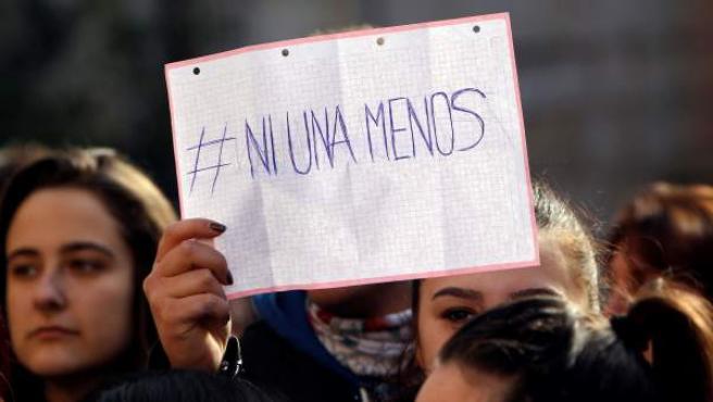 Concentración junto al ayuntamiento de Callosa d'En Sarrià (Alicante), para expresar su repulsa a la supuesta agresión sexual.