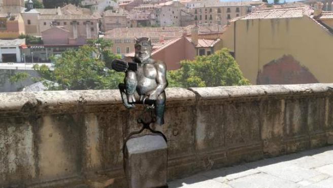 Montaje de cómo quedará la escultura del diablillo en Segovia 10-1-2019