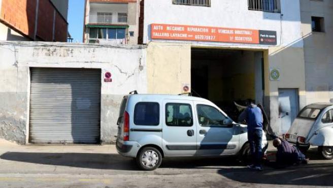 Exterior del garaje de Sant Adrià de Besòs donde ha tenido lugar el tiroteo.