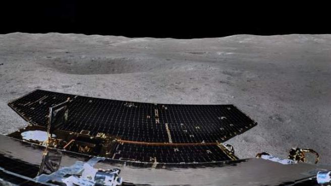 Imagen en 360 grados de la cara oculta de la Luna tomada por la sonda Chang'e 4 de la agencia espacial china.