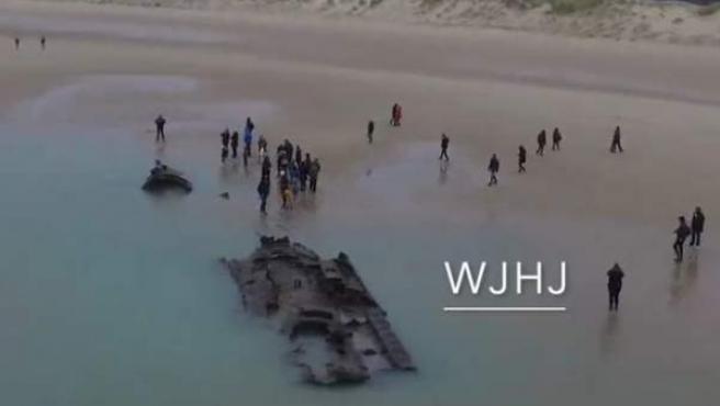 Un submarino alemán de la Primera Guerra Mundial ha emergido en la costa francesa.