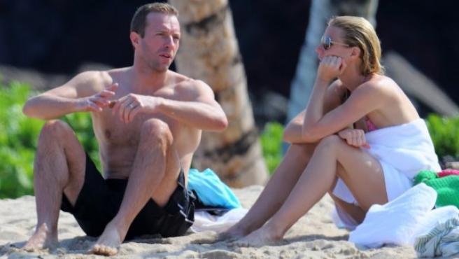 Chris Martin y Gwyneth Paltrow durante unas vacaciones en Hawai en 2013,