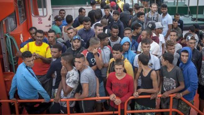 LLegada al puerto de Barbate (Cádiz) de inmigrantes rescatados por Salvamento Marítimo.