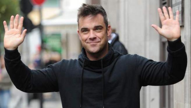 Robbie Williams es fotografiado en Londres, solo unos días antes del nacimiento de su hija.