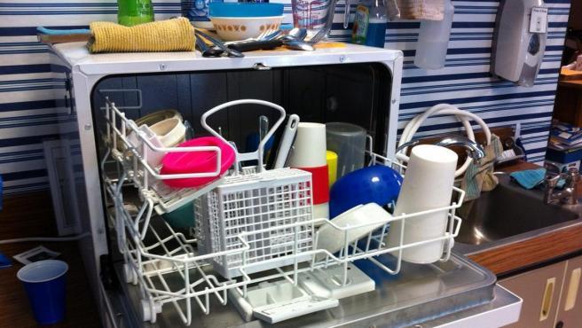 Una imagen de un lavavajillas lleno.