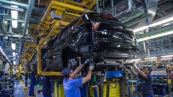 Cadena de montaje en la planta de Ford en Almussafes (Valencia).